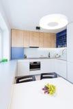 Современный интерьер кухни стоковое изображение