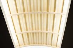 Современный интерьер потолка с дизайном Teakwood Стоковая Фотография