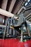 Современный интерьер спортзала с оборудованием Стоковое фото RF