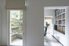 Современный интерьер читального зала Стоковые Фотографии RF