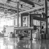 Современный интерьер vats месива винзавода metal контейнеры Стоковые Фотографии RF