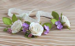 Современный и стильный флористический венок Стоковые Изображения