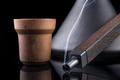 Современный кальян на черной предпосылке стоковое изображение