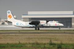 Современный ковчег 60 приземляясь на взлётно-посадочная дорожка Стоковые Изображения RF