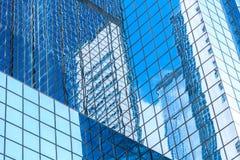 Современный коммерчески конец здания вверх по взгляду стоковое изображение rf