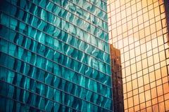 Современный коммерчески конец здания вверх по взгляду стоковые фото