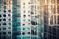 Современный коммерчески конец здания вверх по взгляду стоковое фото rf