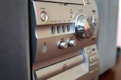 Современный компактный музыкальный центр с регулятором звука стоковые фото