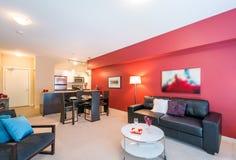 Современный красный дизайн интерьера живущей комнаты Стоковая Фотография RF