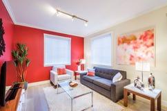 Современный красный дизайн интерьера живущей комнаты Стоковое Изображение RF