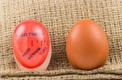 Современный красный цвет, пластичный таймер кухни с яичком Стоковая Фотография