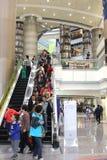 Современный крытый торговый центр в Шанхае, Китае Стоковое фото RF