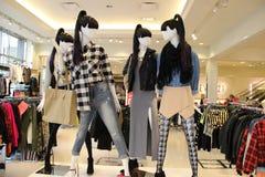 Современный магазин розничной торговли моды стоковые изображения rf