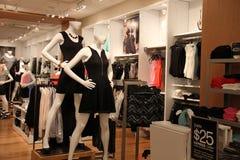 Современный магазин розничной торговли моды стоковое изображение
