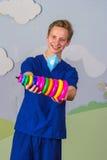 Современный медицинский профессионал с игрушкой пирамиды стоковое изображение rf
