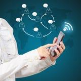 Современный мобильный телефон в руке бизнесмена Стоковые Фото