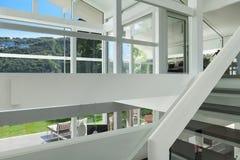 Современный дом, лестница стоковая фотография