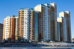 Современный дом на портовом районе на солнечный зимний день Стоковое Изображение