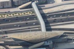 Современный пешеходный переход overground в Дубай стоковая фотография
