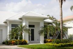 Современный покрашенный дом белым Стоковое Фото