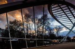 Современный приостанавливанный мост Стоковое Изображение