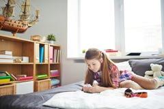 Современный ребенок с устройством Стоковые Фотографии RF