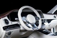 Современный роскошный автомобиль внутрь Интерьер автомобиля престижности современного Автомобиль ComfoModern роскошный внутрь Инт Стоковое Изображение RF