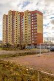 Современный русский город на береге пруда в зиме Стоковые Изображения RF