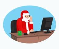 Современный Санта Клаус работает на компьютере Стоковая Фотография