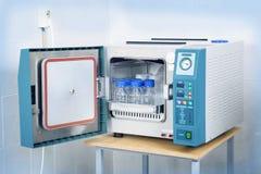 Современный стерилизатор автоклава лаборатории Стоковая Фотография RF