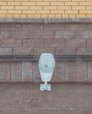 Современный уличный фонарь на доме кирпичной стены, современный уличный фонарь Стоковые Изображения RF