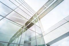 Современный фасад здания - стекло, сталь, бетон - офисное здание Стоковые Фото