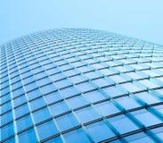 Современный фасад здания - стеклянный фасад здания небоскреба Стоковые Изображения RF