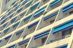 Современный фасад квартиры гостиницы с много балконов Стоковые Фото