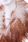 Современный шерстяной шарф на белой голове куклы на белой предпосылке Стоковые Фото