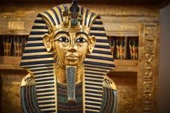 Современный экземпляр маски Tutankhamun погребальной стоковые фотографии rf