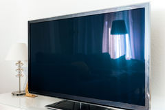 Современный экран плазмы OLED 4k ТВ в живущей комнате Стоковые Изображения