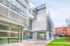 Современный экстерьер здания клиники больницы стоковое изображение rf