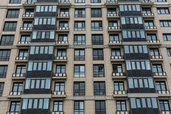 Современный экстерьер фасада здания, офис, конструкция, городская архитектура Стоковые Фотографии RF