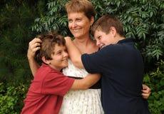 совсем вокруг hugs стоковое фото rf