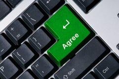 согласитесь зеленая ключевая клавиатура стоковые фото