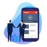 Согласование дела руки бизнесмена тряся Видео- содержимый создатель на умном телефоне цифровая информация стоковое фото