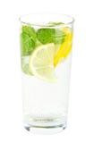 Сода клуба с лимоном и мятой на белизне Стоковая Фотография