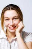 содержимый милый один детеныш женщины усмешки Стоковое Изображение RF