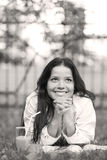 содружественная женщина усмешки парка Стоковые Изображения