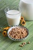 Соевое молоко в стекле Стоковое Изображение