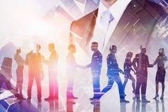 Соединение бизнес лидера и команды виртуальное стоковая фотография
