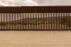 Соединенные Штаты граничат стену с Мексикой Стоковая Фотография RF