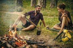 соедините влюбленность Располагаться лагерем, летние каникулы Стоковое Изображение RF