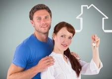 Соедините держать ключевой с значком дома перед виньеткой Стоковые Изображения RF